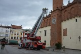Tarnów. Ćwiczenia w ratuszu. Strażacy gasili pożar oraz zabezpieczali eksponaty [ZDJĘCIA]
