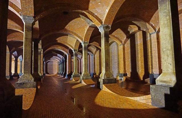 Na Stokach znajduje się tzw. podziemna katedra, czyli zbiornik na wodę.