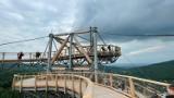 Sky Walk w Świeradowie-Zdroju bije rekordy popularności. Zobaczcie, jak wygląda spacer w chmurach [ZDJĘCIA]