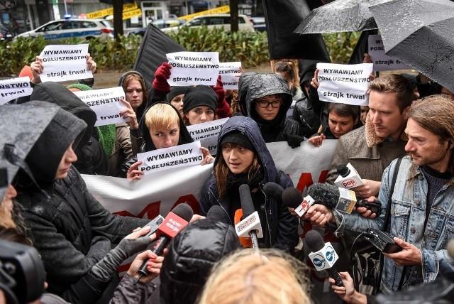 Po zamieszkach w Poznaniu: Policja nas biła i zatrzymała bezprawnie - mówią anarchiści