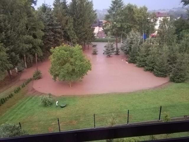 Podtopienia w gminie Skawina. Po nocnych ulewach z soboty na niedzielę - 17 i 18 lipca 2021 r. - było mnóstwo zniszczeń dobytku mieszkańców oraz dróg