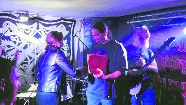 Wręczenie nagrody dla Marcina Ostrowskiego odbyło się podczas jednego z koncertów z okazji 15. urodzin pubu.