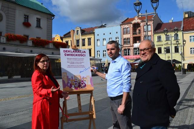 Trzy osoby kandydujące z list Razem do sejmiku województwa śląskiego publicznie podpisały Deklarację Świeckości