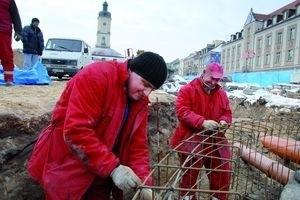 """Pracownicy białostockiego przedsiębiorstwa """"Sokolik"""" dziś pracują na Rynku Kościuszki. Ich firma wielokrotnie wygrywała publiczn"""