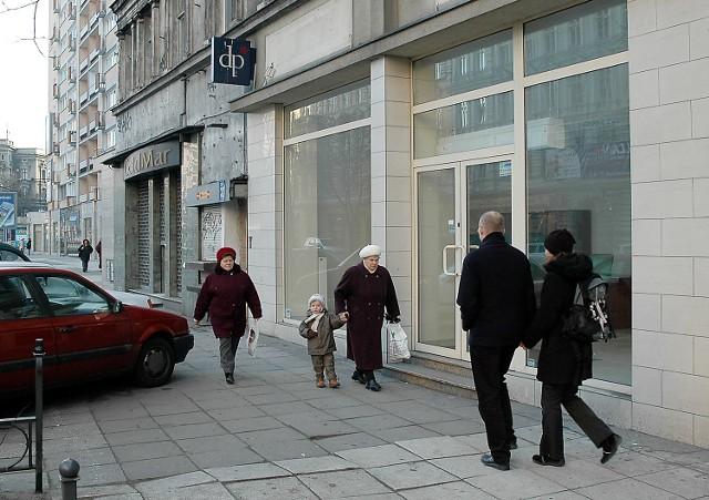 Po sklepie Dorothy Perkins przy al. Wojska Polskiego zostało tylko logo. Kilka metrów dalej mieścił się sklep Trolla, ale został przeniesiony do centrum handlowego.