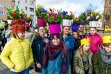 W Strzelcach Krajeńskich powitali wiosnę z przytupem! Przedszkolaki i uczniowie w kolorowych strojach świętowali 21 marca