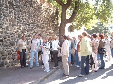 Mury miejskie - jeden z dwóch najstarszych zabytków w Gorzowie.Przewodnikiem po Gorzowie był Zbigniew Rudziński