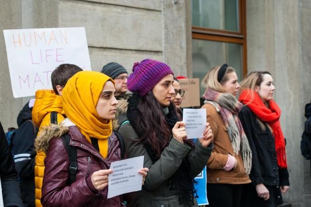 Sondaż: Polacy zmielili zdanie ws. przyjmowania uchodźców