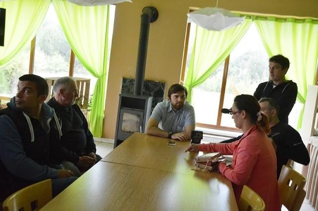 W poniedziałek rodzice dzieci, które miały mieć w Klukach komunijne przyjęcie przyjechali spotkać się z szefem lokalu. Zbulwersowani domagają się zadośćuczynienia