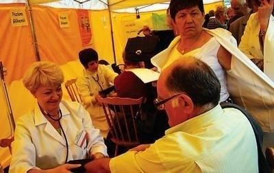 Z badań i porad lekarskich na wadowickim Rynku skorzystało kilka tysięcy osób. Fot. Mirosław Gawęda