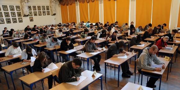 Próbna matura w szczecińskim II Liceum Ekonomicznym.