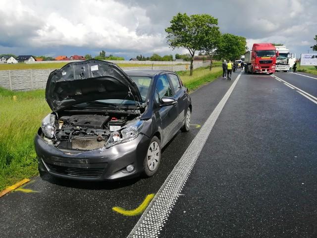 W poniedziałek na trasie Poznań - Pniewy w miejscowości Rumianek doszło do zderzenia dwóch pojazdów ciężarowych i samochodu osobowego. W wypadku została ranna jedna osobaZobacz więcej zdjęć ---->