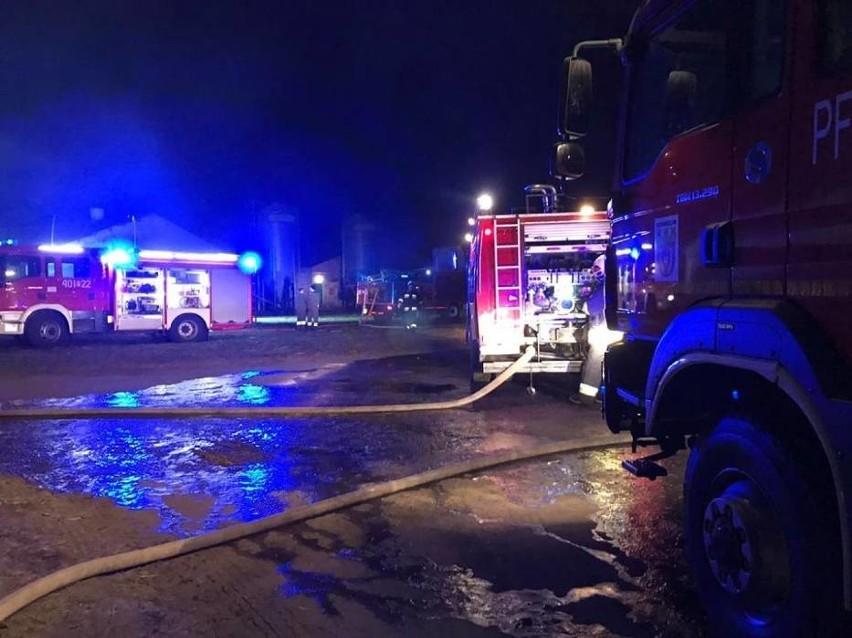 Zniszczeniu uległo też wyposażenie budynku, a jego dach...