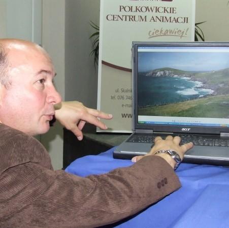 Dyrektor Polkowickiego Centrum Animacji Andrzej Wierdak opowiedział dziennikarzom o dniach kultury irlandzkiej. Pokazał też zdjęcia, które będą prezentowane w rynku.