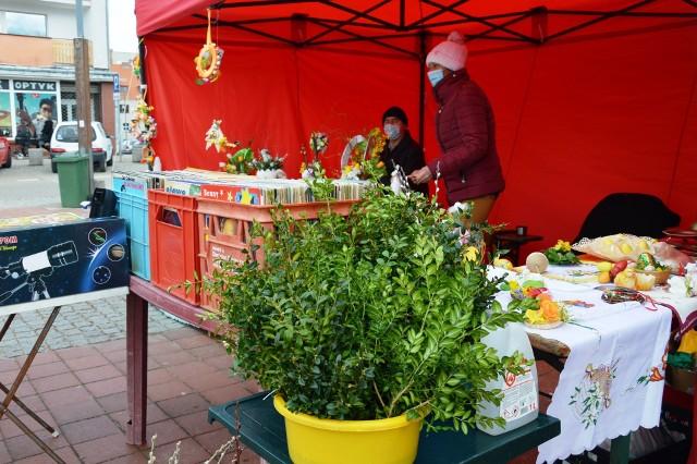 Jeszcze dziś (niedziela) do godziny 15 na bytowskim rynku trwa Jarmark Wielkanocny. Można kupić ozdoby świąteczne.
