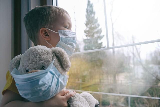 Już w 52 przypadkach zespół ogólnoustrojowej reakcji zapalnej u dzieci połączono z koronawirusem