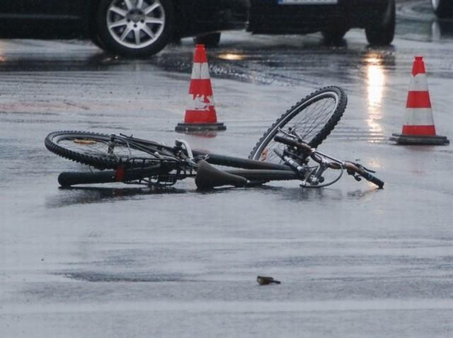 Pijani rowerzyści mogą stanowić na drodze zagrożenie dla siebie i innych.