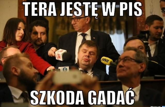 Wojciech Kałuża sprzedał wyborców MEMY. Korupcja polityczna w woj. śląskim? PiS może rządzić samodzielnie