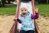 2-letnia Emilka walczy z nowotworem. Leczenie jest kosztowne. Rodzina potrzebuje wsparcia