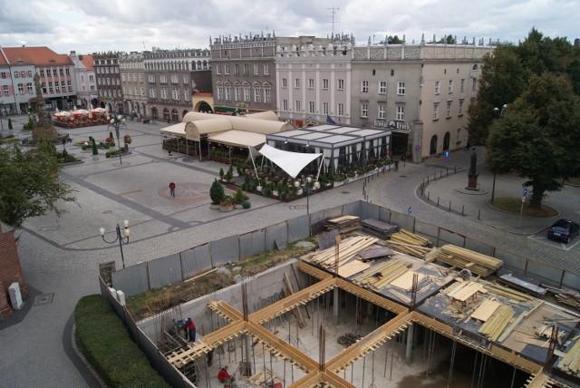 W Raciborzu na rynku budują hotel ze szkła?