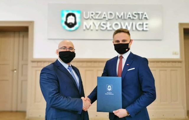 Dariusz Wójtowicz - prezydent Mysłowic (z lewej) i Mateusz Targoś (z prawej). Zobacz kolejne zdjęcia. Przesuń zdjęcia w prawo - wciśnij strzałkę lub przycisk NASTĘPNE