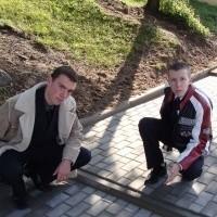 - Wystarczy wylać tu trochę betonu i bariera zniknie - mówią Karol Młodzianowski (z lewej) i Krzysztof Trzaska