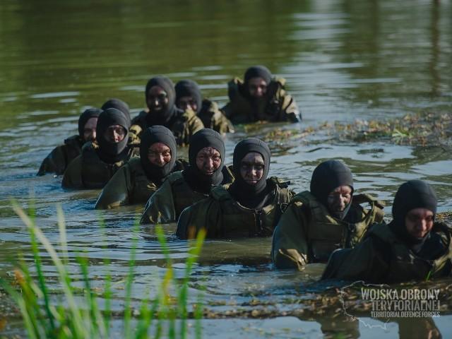 Szkolenia WOT to nie tylko letnia przygoda, ale także szansa na trwały związek z wojskiem