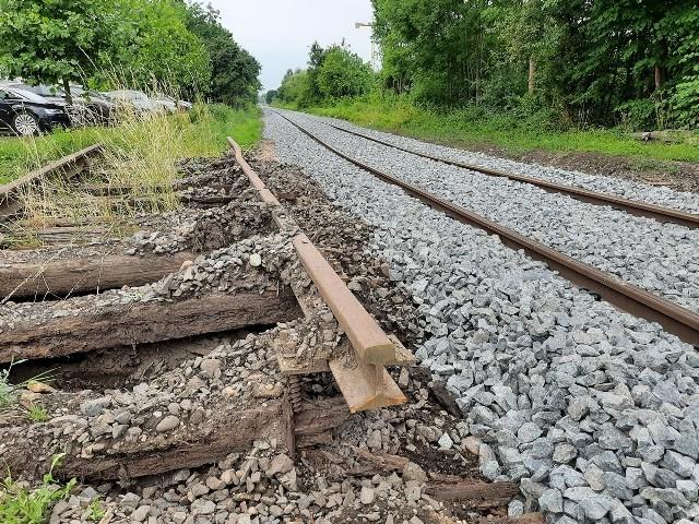 Mieszkańcy zaniepokoili się, że tory rewitalizowanej linii kolejowej Wrocław - Świdnica są krzywe