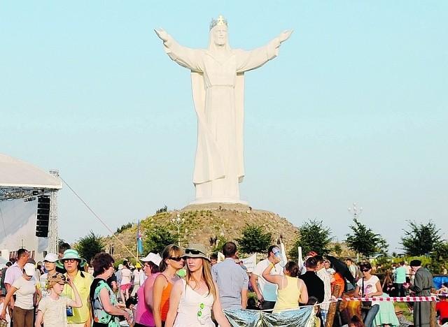 Pomnik Chrystusa Króla stanął w Świebodzinie w 2010 roku.