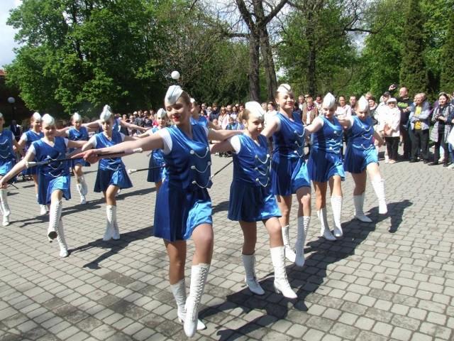 W Chełmnie uczczono rocznicę uchwalenia Konstytucji 3 Maja oraz 15. rocznicę wejścia Polski do Unii Europejskiej. Złożono kwiaty przy grobie Nieznanego Żołnierza, zagrała orkiestra dęta Chełmińskiego Domu Kultury, zatańczyły mażoretki.