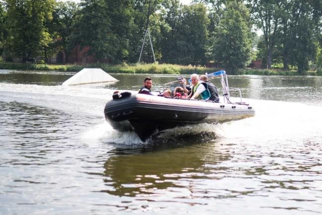 Ponad 118,5 tys. zł kosztowały zakup i wyposażenie łodzi hybrydowej dla Oddziału Ratownictwa Wodnego Ochotniczej Straży Pożarnej w Łodzi