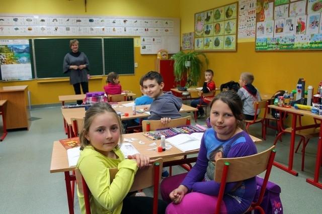 W szkole podstawowej w Dziewkowicach pod Strzelcami Opolskimi dzieci uczą się nawet w 8-osobowych klasach. Od września przepisy przewidują, że uczniów w I klasie może być maksymalnie 25.
