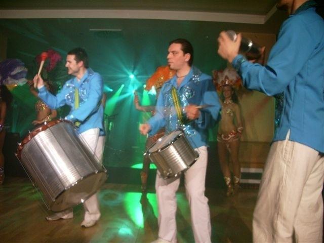 Jedną z atrakcji wieczoru będzie perkusyjny zespół Sambal.
