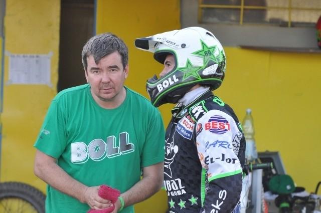 Zwycięzca turnieju Patryk Dudek (z prawej) konsultował się przed każdym startem ze swoim ojcem -Sławomirem, który w przeszłości jeździł w barwach opolskiego Kolejarza.
