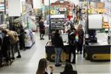 Elektronika za grosze i wyprzedaż mebli w sklepach Biedronka. Gigantyczne promocje na AGD w Lidlu. Tego nie możesz przegapić!