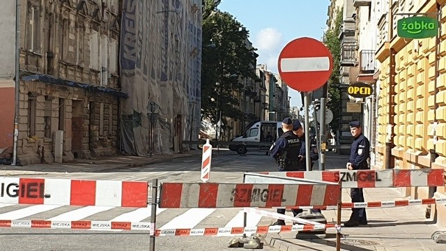 Do czasu wykonania koniecznych prac zabezpieczających budynek przed dalszą degradacją i zakończenia robót rozbiórkowych, ul. Rewolucji 1905 r. pozostanie wyłączona z ruchu.