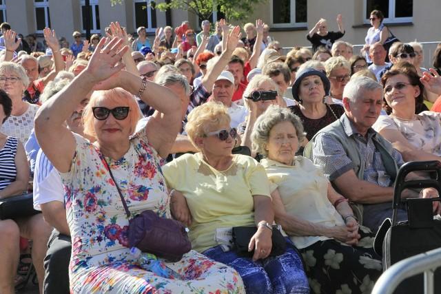 Koncertem Ryszarda Rynkowskiego i przekazaniem przedstawicielom Miejskiej Rady Seniorów z rąk Hanny Zdanowskiej, prezydent Łodzi, symbolicznych kluczy do bram miasta, rozpoczęły się w niedzielę (13 maja) łódzkie Senioralia.
