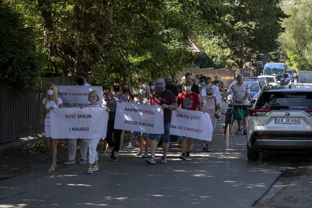 W środę mieszkańcy urządzili protest, a na piątek zapowiadają składanie petycji