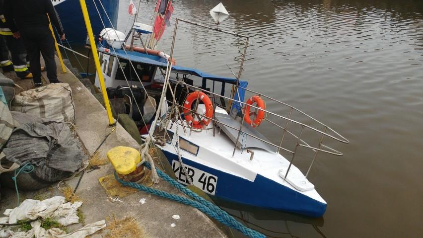W poniedziałek (4.06) w porcie w Łebie tonął kuter rybacki....