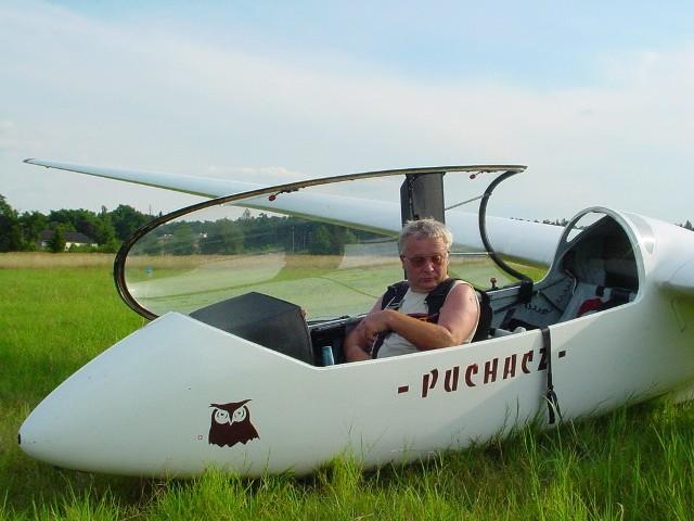 - Kiedyś żeglowałem, ale latanie bardziej mi się podoba. Realizuję młodzieńcze marzenia - mówi Henryk Chmara, 52-latek.