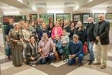 """Wernisaż wystawy poplenerowej """"Pikniki Malarskie - Wakacje 2020"""" w Centrum Kultury w Jędrzejowie. To trzeba zobaczyć (ZDJĘCIA)"""