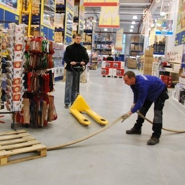 W hali Selgros trwają ostatnie przygotowania do otwarcia