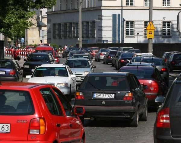 Tak wczoraj o 16.13 wyglądała ulica Korfantego. Od poniedziałku do piątku to normalny widok.