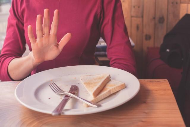 Odbudowa zniszczonych przez gluten kosmków jelitowych i ustąpienie uciążliwych objawów celiakii może trwać nawet 5 lat, dlatego tak ważne jest, aby jak najszybciej rozpoznać chorobę trzewną i zacząć ją leczyć.