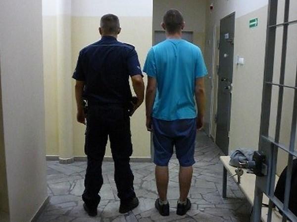Międzychodzccy policjanci zatrzymali 21-letniego mężczyznę, podejrzanego o włamanie do kościoła i kradzież wotów.