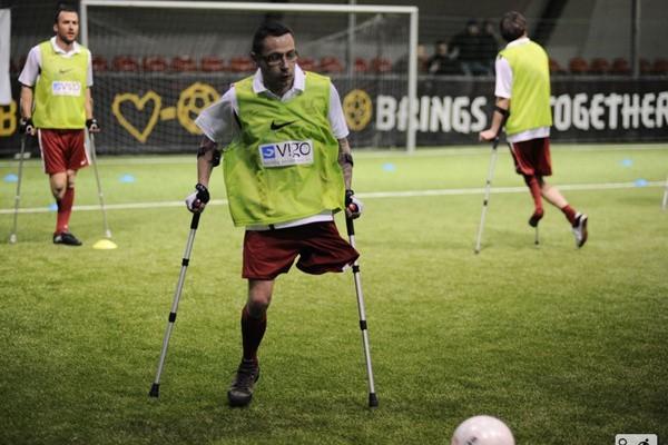 Paweł Flaszka w grę w piłkę nożną zaangażował się z ogromną pasją. - W szkole grałem w nogę jak każdy chłopak, ale nie byłem wybitnym zawodnikiem - mówi.