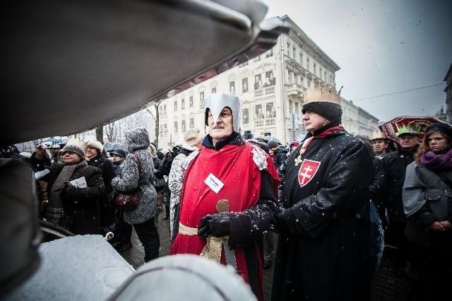 Jerzy Kropiwnicki doradza w NBP, a publicznie świętuje Święto Trzech Króli.