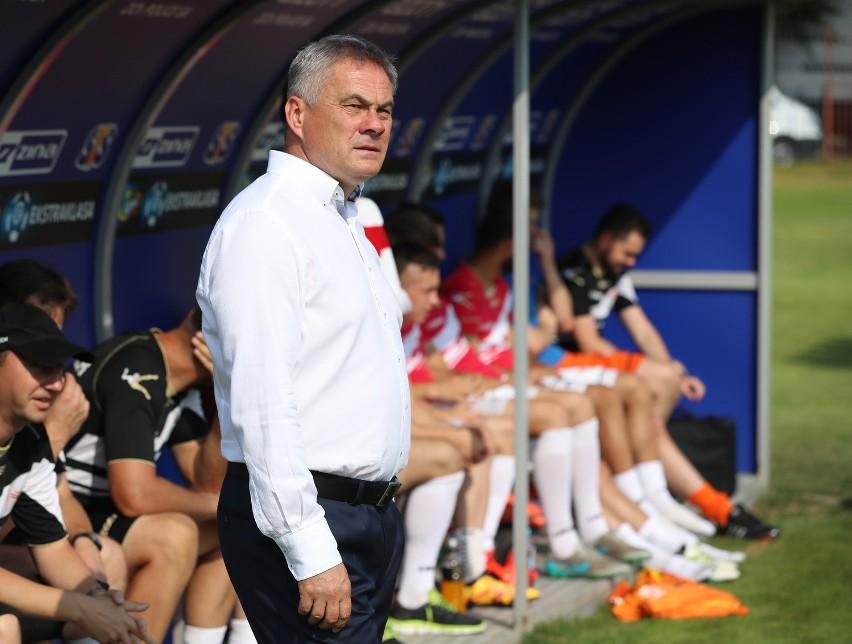 Trener Jacek Zieliński mówi, że nie brakuje mu skrzydłowych, może inaczej ustawić zawodników