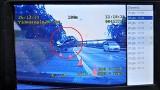 """Wypadek na autostradzie A4. Samochód uderzył w skarpę i """"wystrzelił"""" w powietrze WIDEO"""