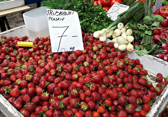 Wysyp truskawek przyspieszył spadek cen.